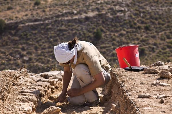 Sara digging